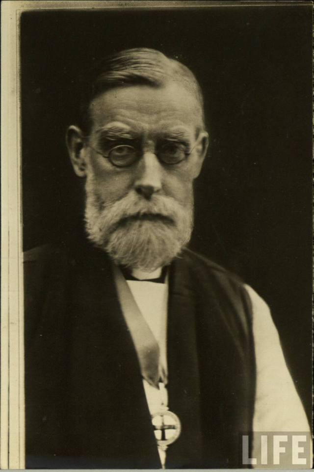 Charles Gore founded the Community of the Resurrection while he was at Pusey House in Oxford, and was a progenitor of liberal Anglo-Catholicism, with emphases on critical Bible scholarship and social justice ministry in the modern world.