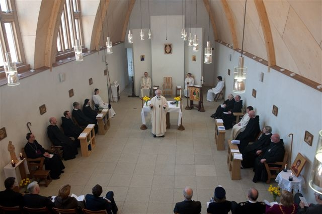 Then-Archbishop Rowan Williams of Canterbury preaching at the dedication of the Mucknell chapel in 2012. They are a contemplative monastic community of nuns and monks living under the Rule of St. Benedict and part of the Church of England. The Community was founded in 1941 to pray for Christian unity.