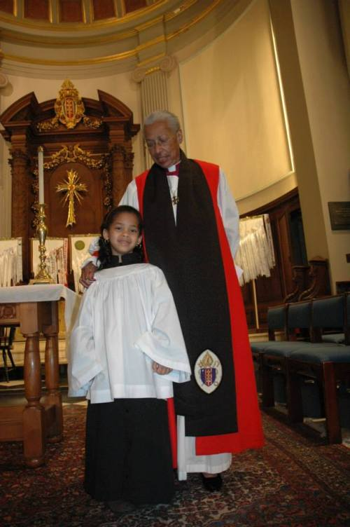 The Bishop and a beloved acolyte, Sierra Smith, grandchild of a god-daughter. (Tracy Sukraw/DioMass via ENS)