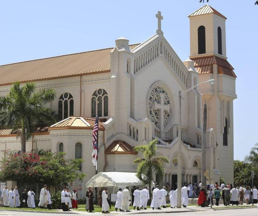 Clergy forming the procession prior to the consecration 10 May of Peter David Eaton as Bishop of Southeast Florida; impressive ceremony, fine photograph. (Marsha Halper/Miami Herald)