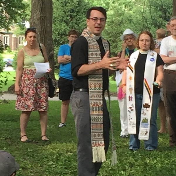 Episcopalians celebrated Mass on the Grass yesterday at the St. Louis Pride Fest. (Leslie Barnes Scoopmire)