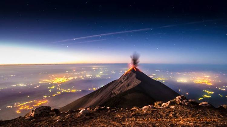 Sunrise over the Volcano of Fire in Guatemala (Sergio Izquierdo)