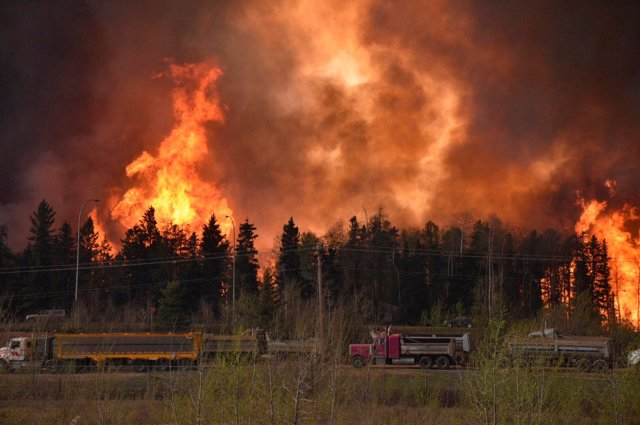 Highway 63, the only road out of Fort McMurray, Alberta, jammed Tuesday night as 80,000 people fled a wildfire. (CBC News)