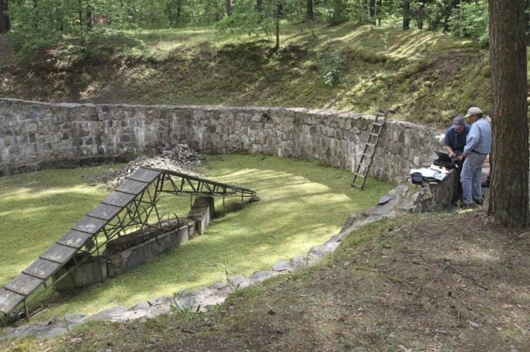 """Scientists have located a 115-foot tunnel dug by Jewish prisoners at a concentration camp in Ponary, Lithuania in 1944, using spoons or their bare hands to escape the Nazis, who were frantically trying to cover up the evidence of their genocide as Russian troops advanced from the east. Ponary was a giant burial ground for thousands who had been shot and dumped into pits in the first phase of the genocide, before the Germans settled on gassing people for """"efficiency's"""" sake. The prisoners who dug the tunnel had to dig up the bodies and burn them, knowing they'd be killed themselves as soon as they were done. Various reports say 11-40 prisoners escaped, of whom 10 survived; after the war they told their stories, but the location of the tunnel had never been pinpointed until a study team used geological equipment and sonar. The Nazi coverup has been going on since 1944; finally the story of Jewish hope and survival has been proved. (Ezra Wilfinger/Israel Antiquities Authority)"""