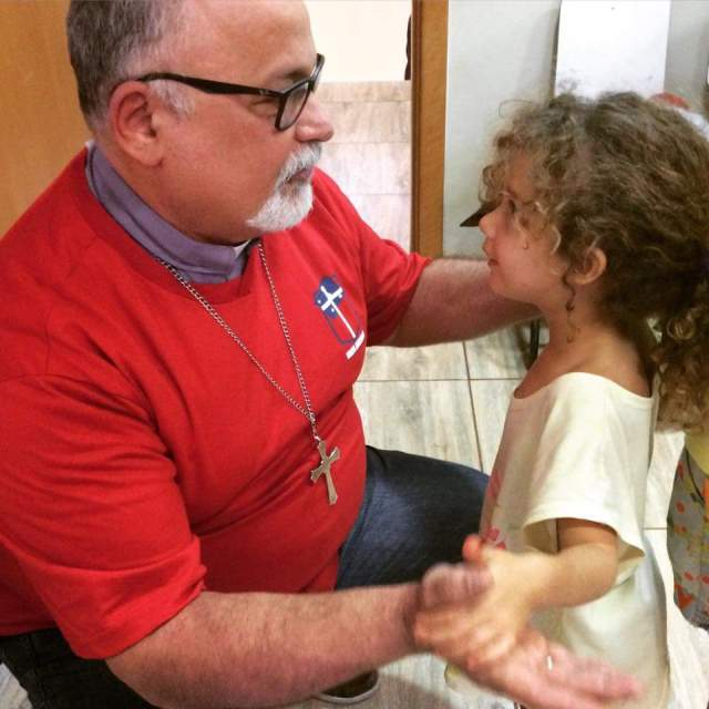 Bishop Mauricio Andrade loves to play with the kids – and they enjoy getting attention from him. (IndyDio World Mission Committee)