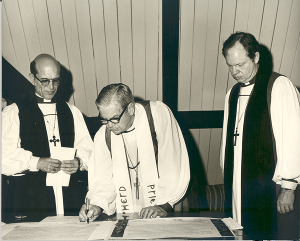 The Diocese of Mississippi is mourning the death of the Rt. Rev. Duncan M. Gray, Jr., its seventh bishop, seen here on the left at his consecration with Presiding Bishop John E. Hines, center, and Bishop John Maury Allin, the sixth Bishop of Mississippi who succeeded Hines as Presiding Bishop. Bishop Gray Jr., who served from 1974-1993, was known for his opposition to racism in this Deep South state, and his continual appeals for tolerance and inclusion throughout the diocese, which nurtured a sense of unity and family feeling. The Gray family has been so popular that Mississippi has elected them bishops three times; Duncan Senior, Junior and the 3rd. (episcopalarchives.org)