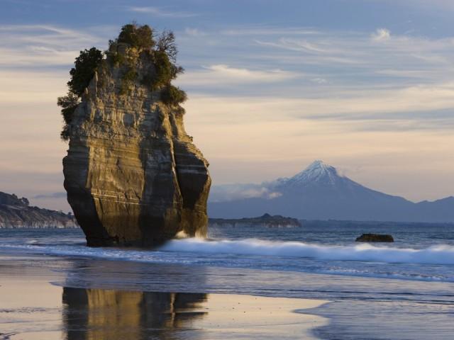 Sea stack and Mt. Taranaki, North Island, New Zealand (sturesearch.ch)