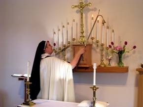 An Episcopal Carmelite of St. Teresa serving at the altar. (Convent photo)