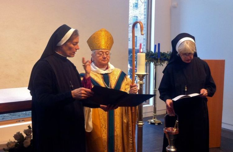 The blessing of St. Hilda's House and the consecration of the new chapel of the Community of the Holy Spirit, New York City, 2010; Suffragan Bishop Catherine Roskam presided. (convent photo)