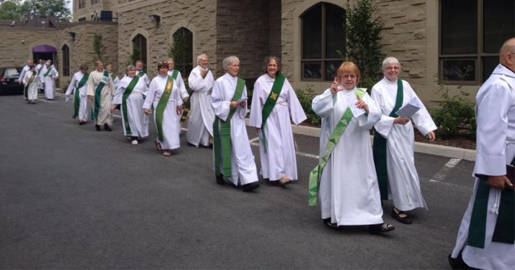 The Association of Anglican Deacons in Canada, processing into church at their 2014 annual meeting. (ACC photo)