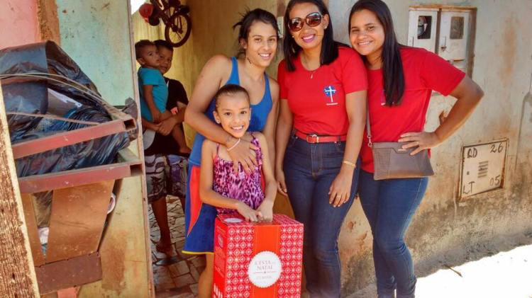 Mauricio Andrade, the Bishop of Brasilia, posted pictures on Facebook of Christmas gift deliveries to kids and families in the SAME after-school program we help support in the inner city. The two young women on the right got the enviable task of making children happy everywhere they went!