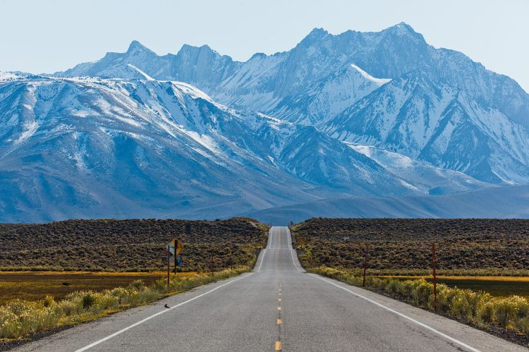 Sierra Nevada Mountains, California: Glorify the Lord, O mountains and hills. (Wikipedia)