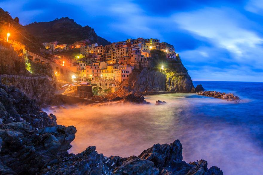 City on a hill: Manarola, La Spezia, Italy. (Fabian84, boredpanda)